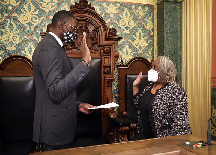 Lieutenant Governor Garlin Gilchrist swore in newly-elected State Representative Helena Scott (D-Detroit) on the House floor on December 3, 2020.