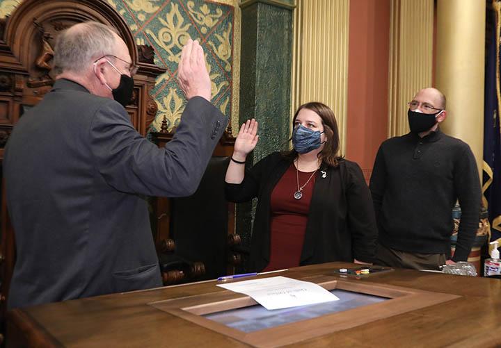House clerk Gary Randall swore in newly-elected state Representative Regina Weiss (D-Oak Park) on December 21, 2020.