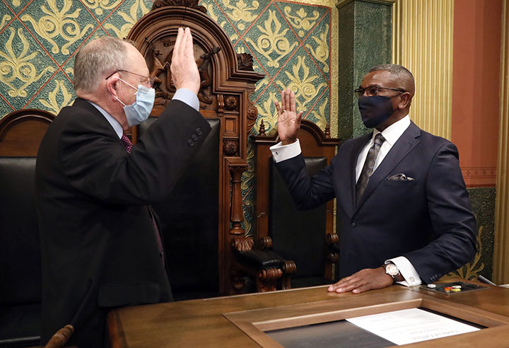 House Clerk Gary Randall swore in newly-elected state Representative Amos O'Neal (D-Saginaw) on December 11, 2020.